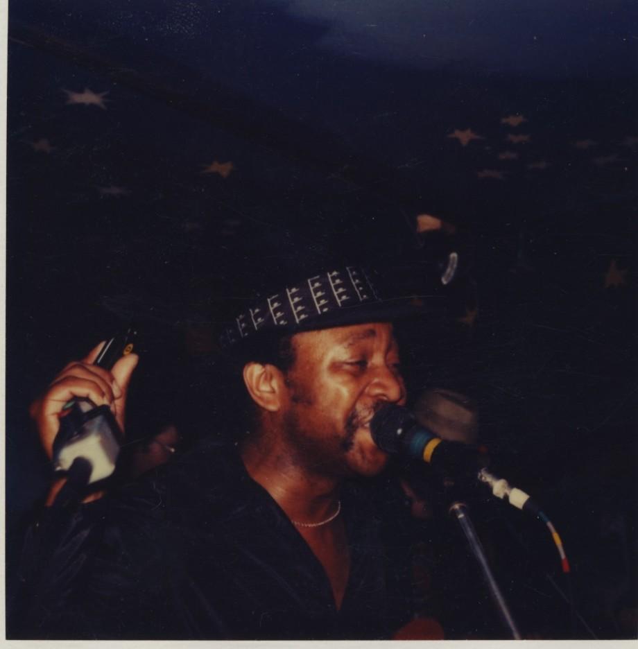 1983 kom Mars i April. Johnny Mars bluesmunspelare och sångare på turné.