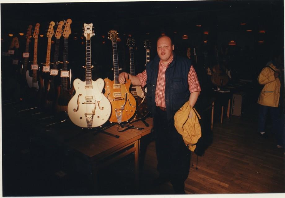 En legend. Christer Larsson. Pro Music Center i Borås. Tidig vintagehandlare o en jävel på Telecastern.