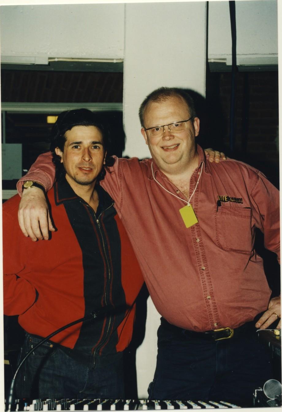 Joachim Bohäll och jag på Cuegala. Jocke gjorde monitor. Notera det proffsiga backstagepasset runt min hals.