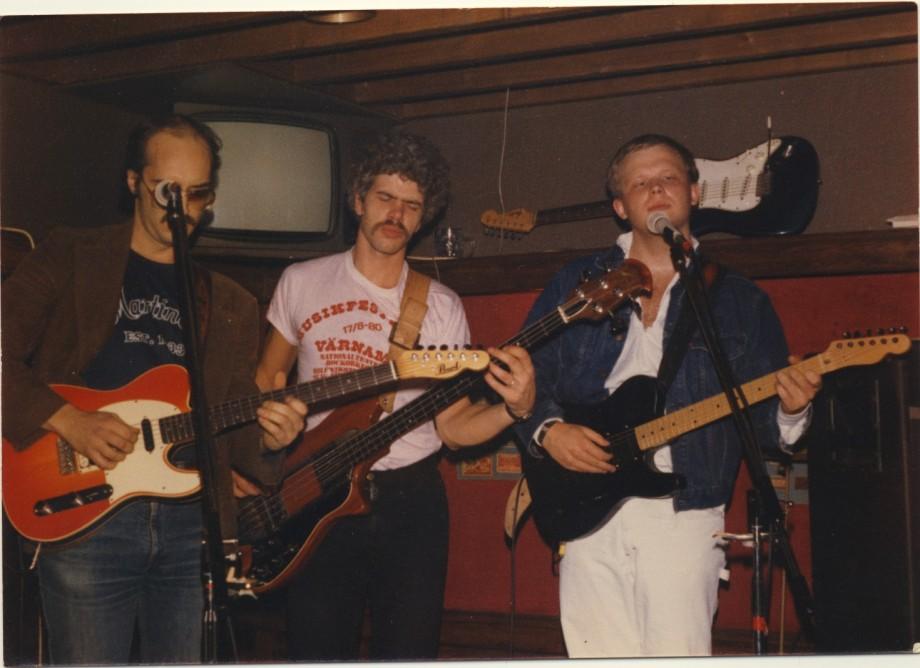 En av våra trios. Jimmy Olsson på bas.